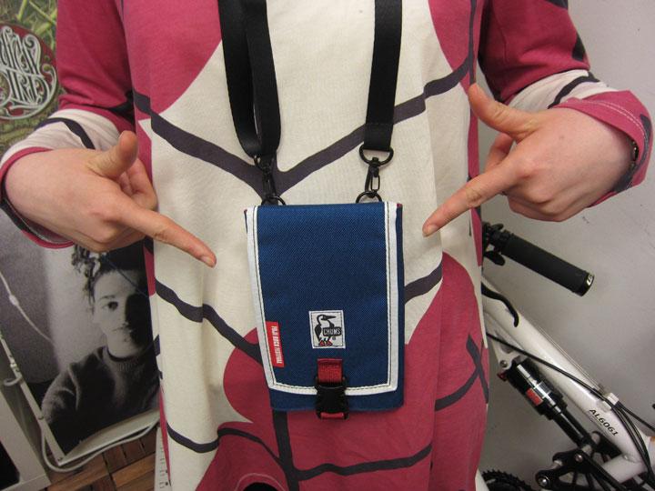 フジロック×岩盤マルチパスケース新色発売! Qetic編集部でも使ってミタ! fashion130215_ganban_171-1