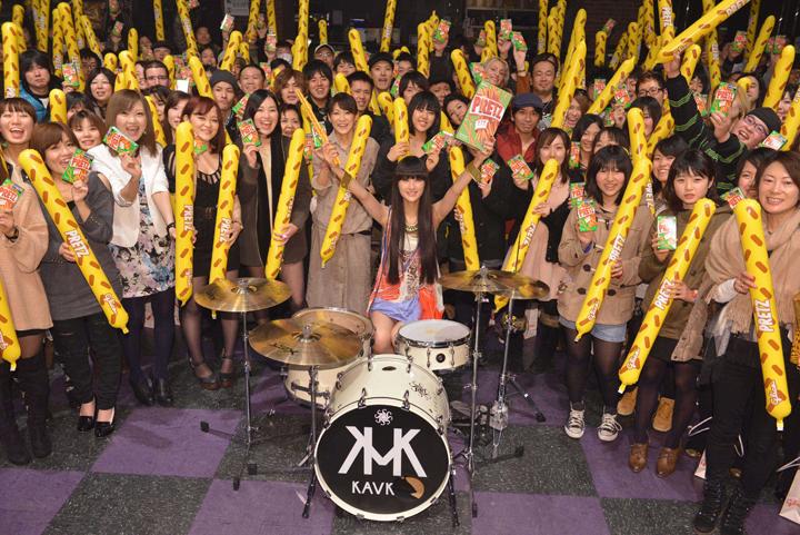 「プリッツ」の新CMにシシド・カフカが出演! クール且つ堂々とした食べカットにご注目!! news130218_kavka_1