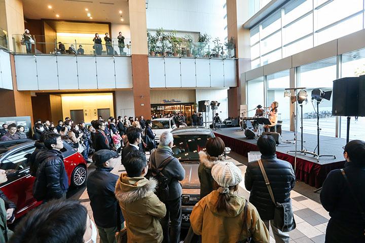【レポート】Azumi、Schroeder-Headzが登場したABARTH展示会に潜入! Schroeder-Headzにインタビューも遂行! art140303_abarth_azumi_2123-1