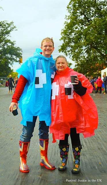 【画像】悪天候も気にしない? 海外フェス雨ファッション事情 588f5dc5c85286438783f2302a488dbe