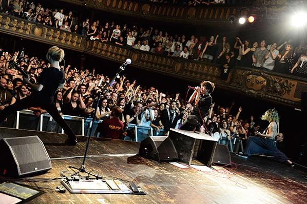 ONE OK ROCKのスゴさって? 海外の反応がわかるドキュメント映画で検証! music141117_oneokrock_sub1