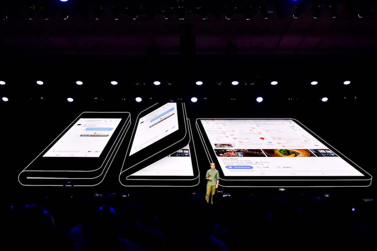 """GoogleがAndroidの折りたたみスマホ向け新カテゴリ「Foldables」発表!次なるトレンドは""""マルチスクリーン・コンピューティング"""" technology181108_samsung-infinityflex_3-1200x800"""
