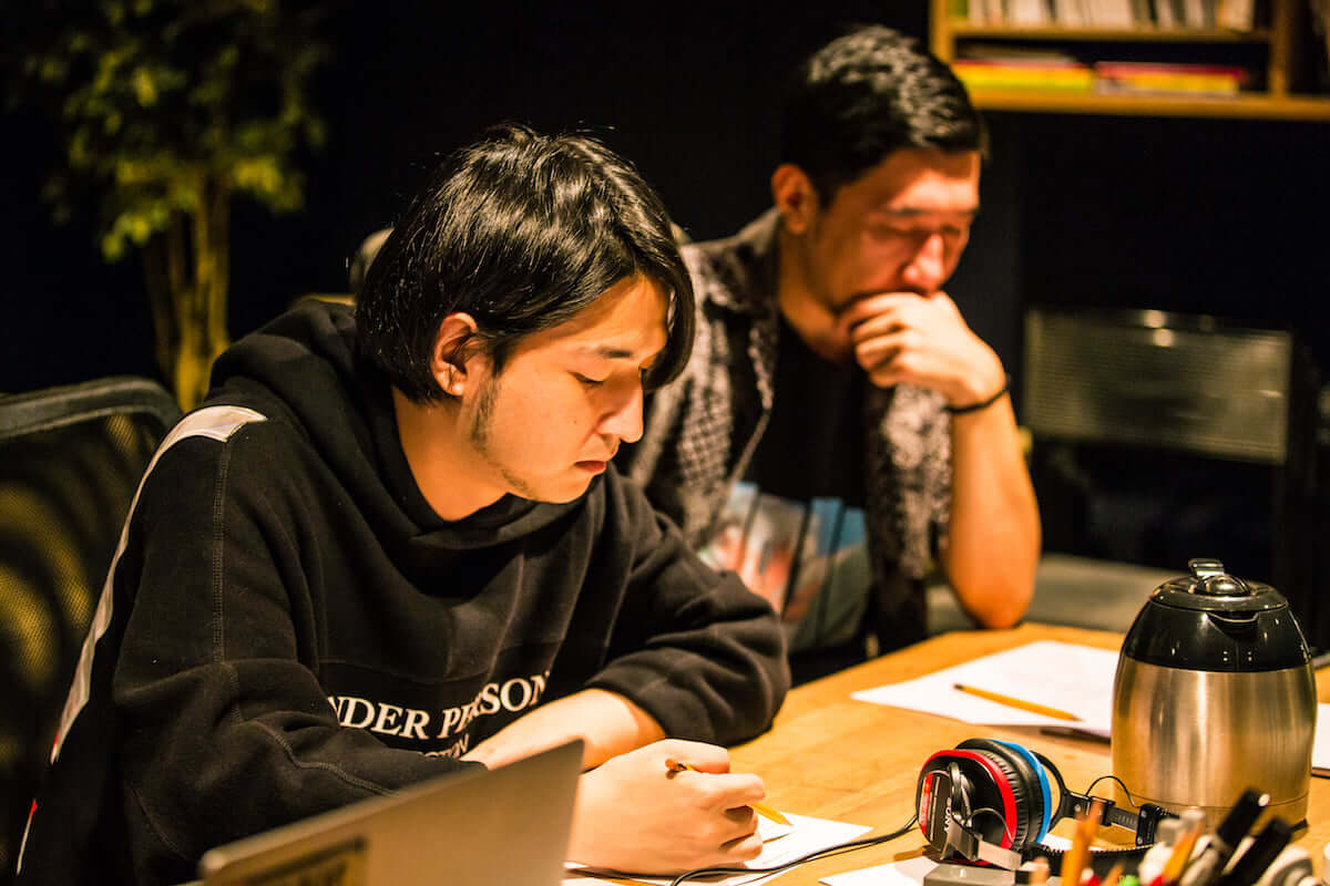 YOSA&TAAR密着企画|SIRUPとのコラボ曲「Fever ft. SIRUP」レコーディング現場に潜入 0Q0A9228-1200x800