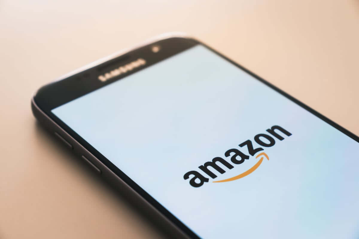 AppleとAmazonの直販契約で小規模業者は締め出される? technology181120_apple-amazon_01-1200x800