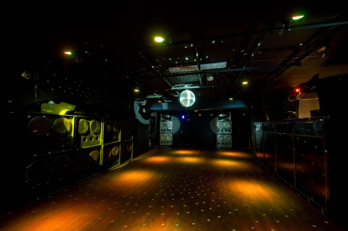 【クラブ初心者必見】SOUND MUSEUM VISION徹底解剖|カルチャーの発信地・渋谷にあるクラブの魅力とは? SOUND-MUSEUM-VISION-1200x798
