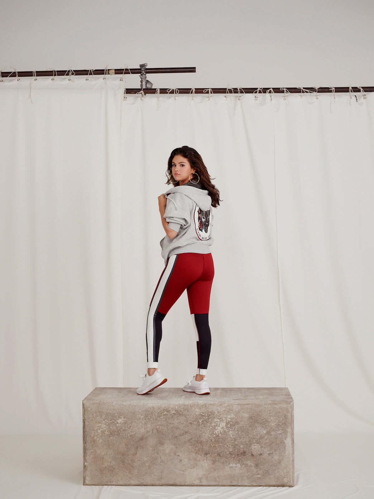 プーマ×セレーナ・ゴメス 80・90年代LAのバイブス感じられるSG Runnerなどが登場! fashion181130_puma_8-1200x1600