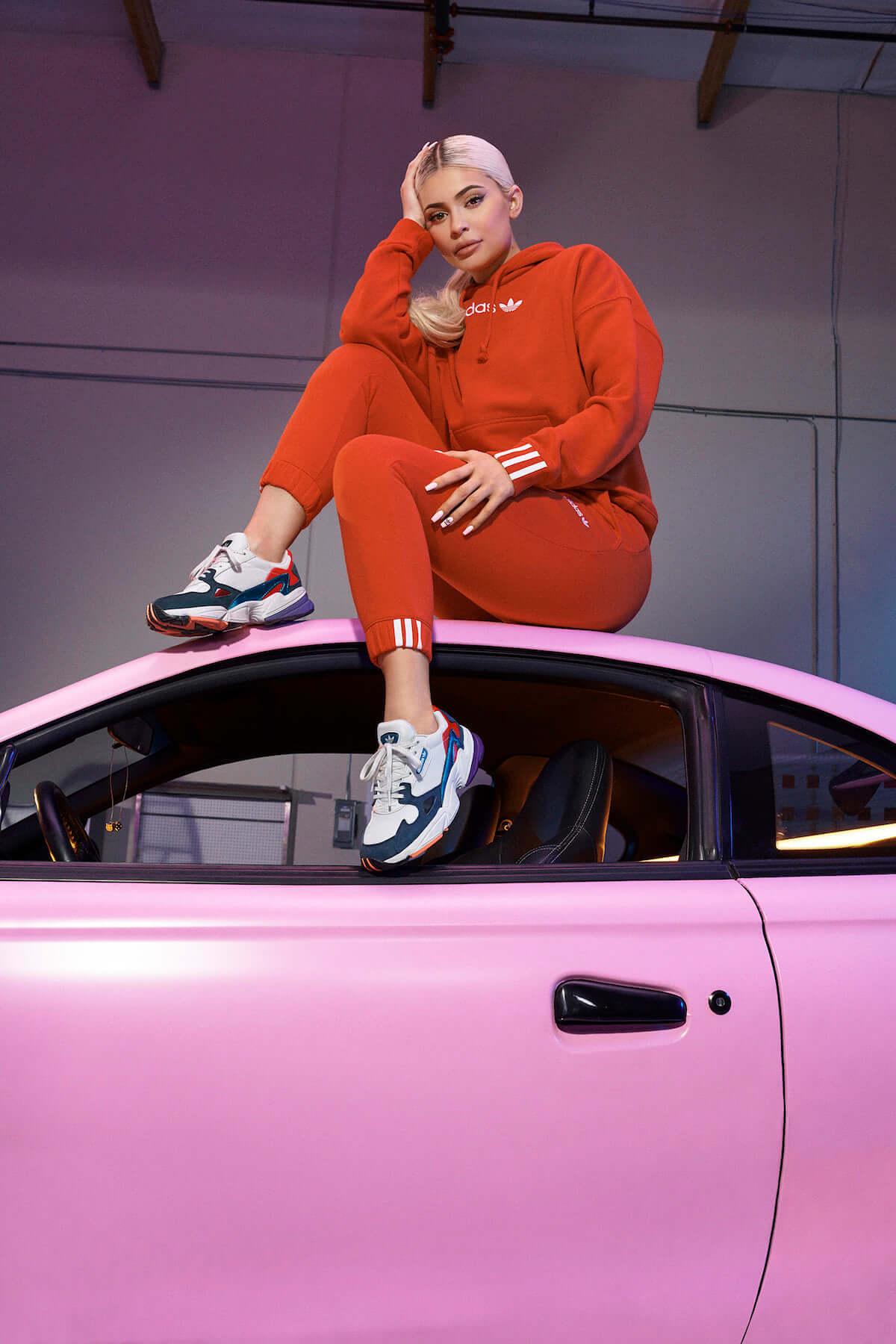 """アディダスから平成最後の""""激盛れ""""スニーカー「ADIDASFALCON」登場! fashion181203_adidas_2-1200x1800"""