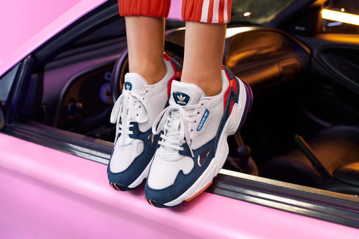 """アディダスから平成最後の""""激盛れ""""スニーカー「ADIDASFALCON」登場! fashion181203_adidas_3-1200x800"""