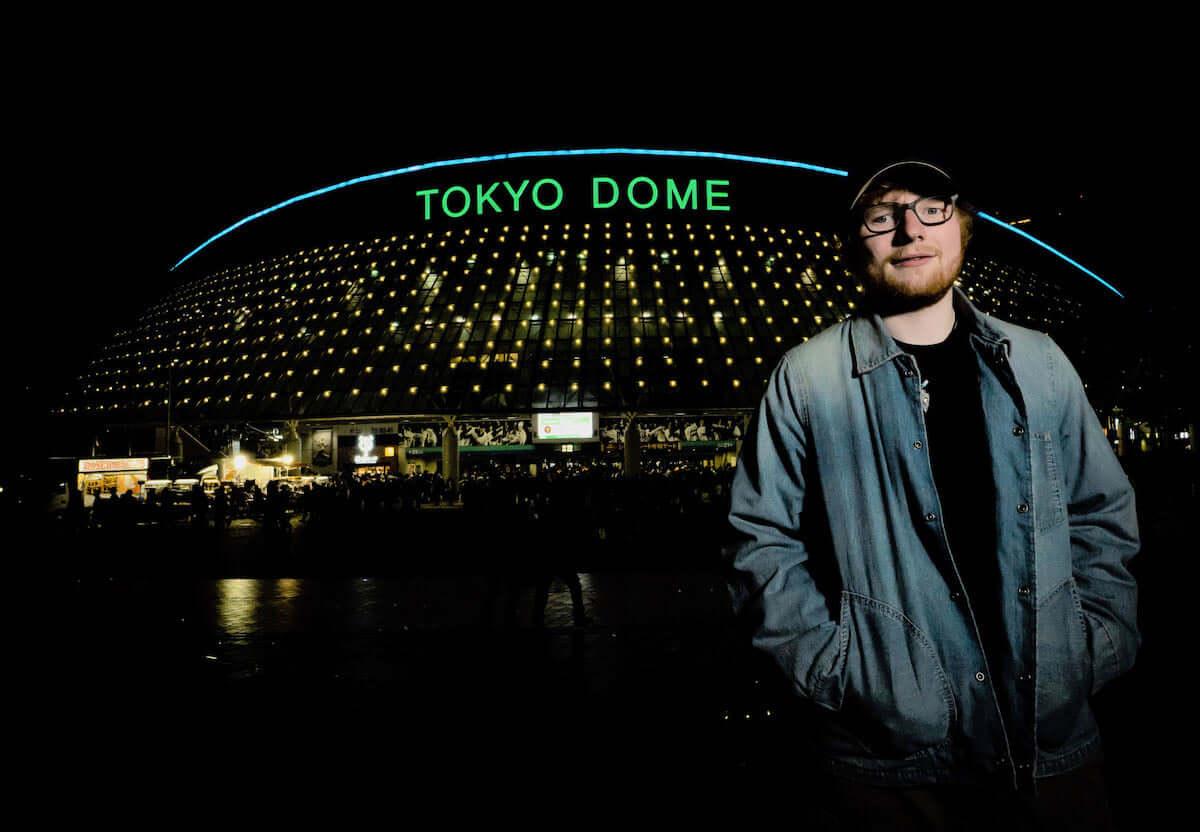 エド・シーラン、来日公演チケット最速先行は12月7日(金)正午から!前回来日時に東京ドーム前で撮影されたオフショット公開! music181206_edsheeran_1-1200x832