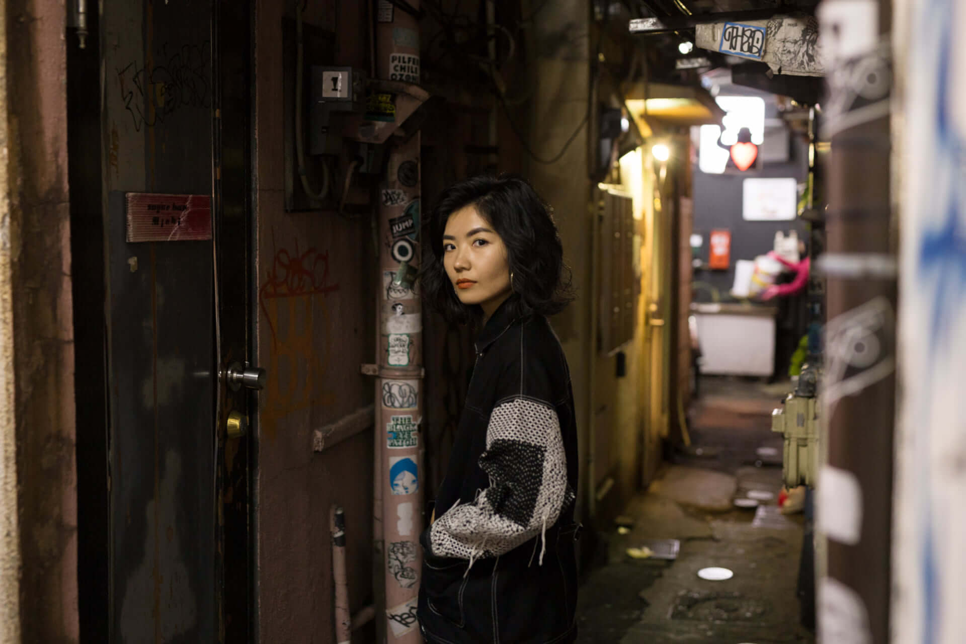 Akari Uragami インタビュー|UKのベースミュージックからカリフォルニアへ 自分と国境の揺らぐ存在を縛る。 interview181210-akariuragami-kewl-eita-1-1920x1280