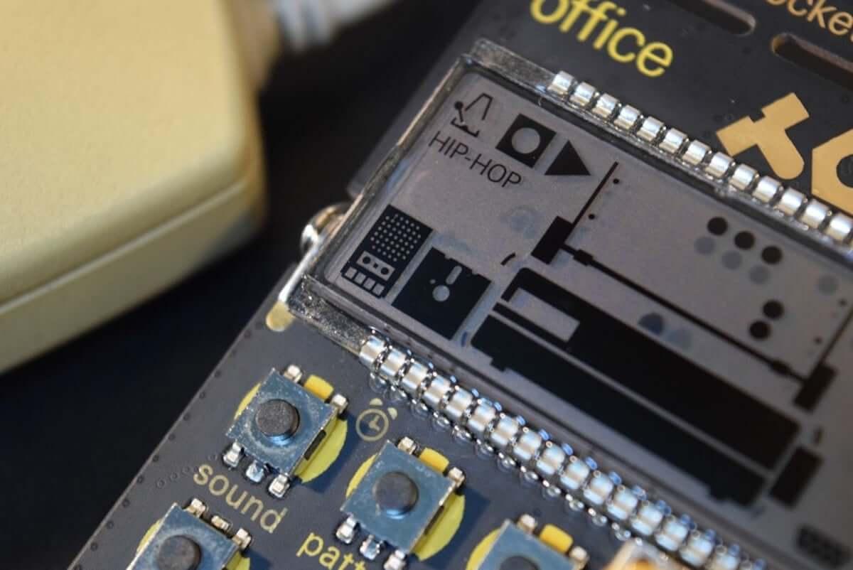 80年代のパソコンやOA機器の音でリズムが作れる、小型ドラム・マシン『PO-24 office』の魅力 music_teenageengineering-po24_10-1200x802