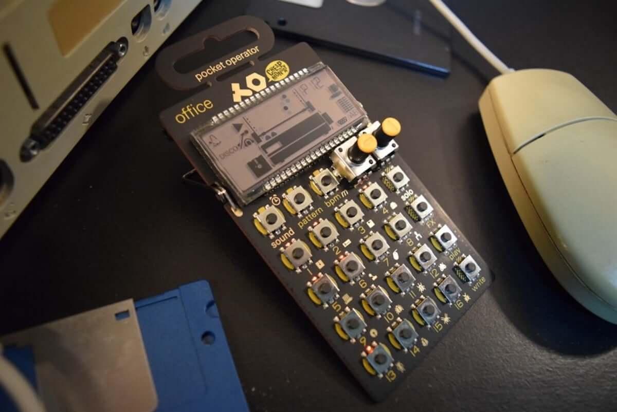 80年代のパソコンやOA機器の音でリズムが作れる、小型ドラム・マシン『PO-24 office』の魅力 music_teenageengineering-po24_12-1200x802