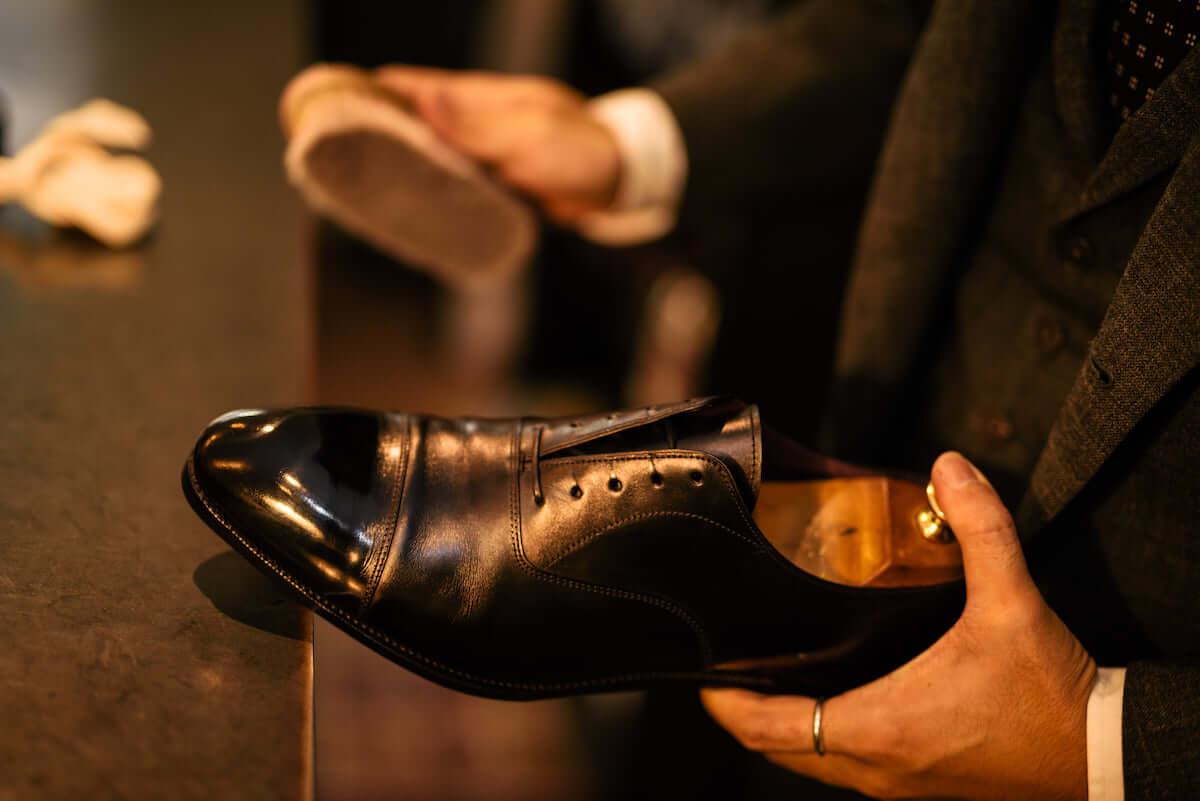 日本一のシューシャイナー、石見豪が語る「靴磨きにも必要なストーリー」 1115_mondo_twtg_10-1200x801