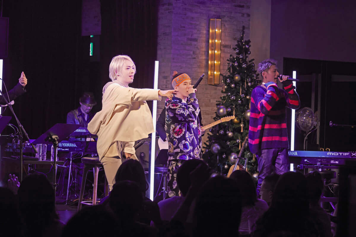 SALU、羽田空港で一夜限りのクリスマスライブ。シークレットゲストも登場 music1812227_SALU05-1200x800