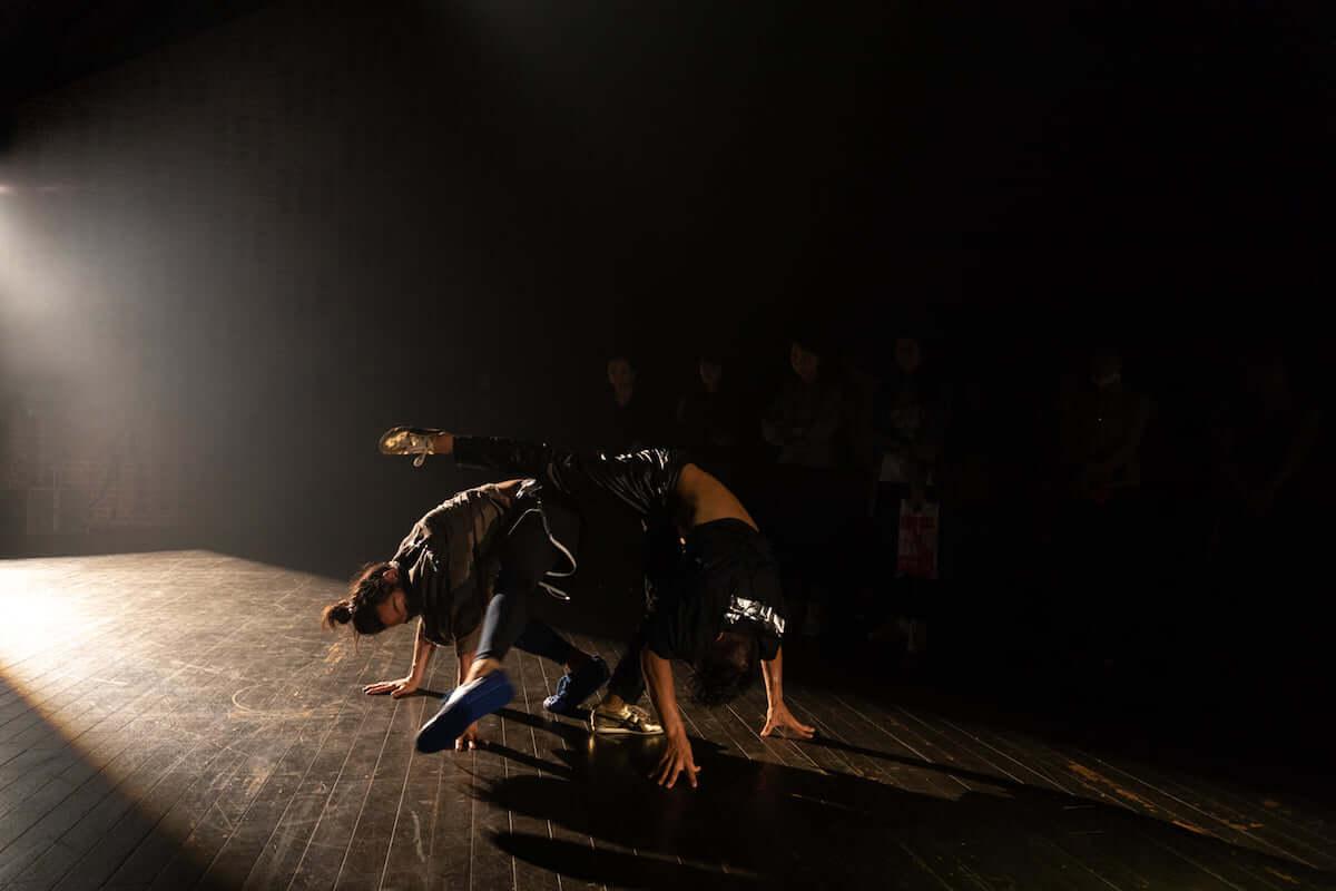 森山未來、ヨン・フィリップ・ファウストロム、及川潤耶の3名による振動。ダンス作品『SONAR』を写真付きでレポート art_sonar_MAX_GP75-58-1200x800