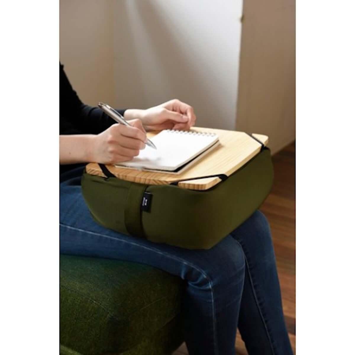 【ズボラ発明】ベッドやソファで活躍する万能携帯クッションテーブルがヴィレヴァンオンラインに登場! life-fashion19018-vvstore-2-1200x1200