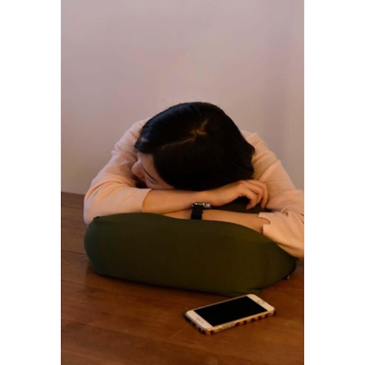 【ズボラ発明】ベッドやソファで活躍する万能携帯クッションテーブルがヴィレヴァンオンラインに登場! life-fashion19018-vvstore-4-1200x1200