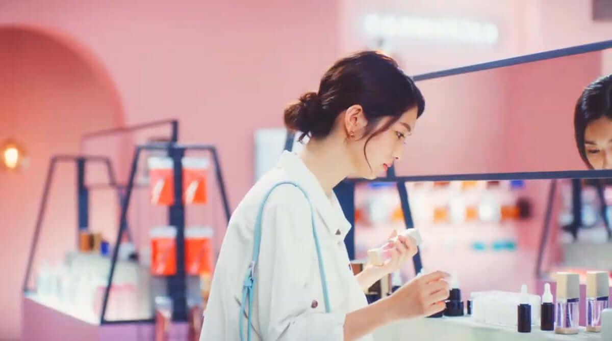 テラスハウス・小室安未、ローラと共演の新CMに大抜擢! art-culture190124-ami-komuro-01-1200x670