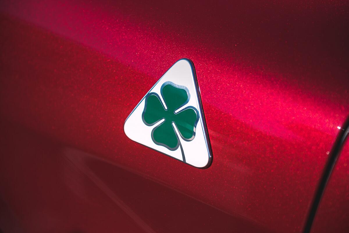 <みんモー>を手がけるクルマ好きDJ・ピストン西沢が語る、アルファ ロメオ SUVの魅力 190201_minmo_3
