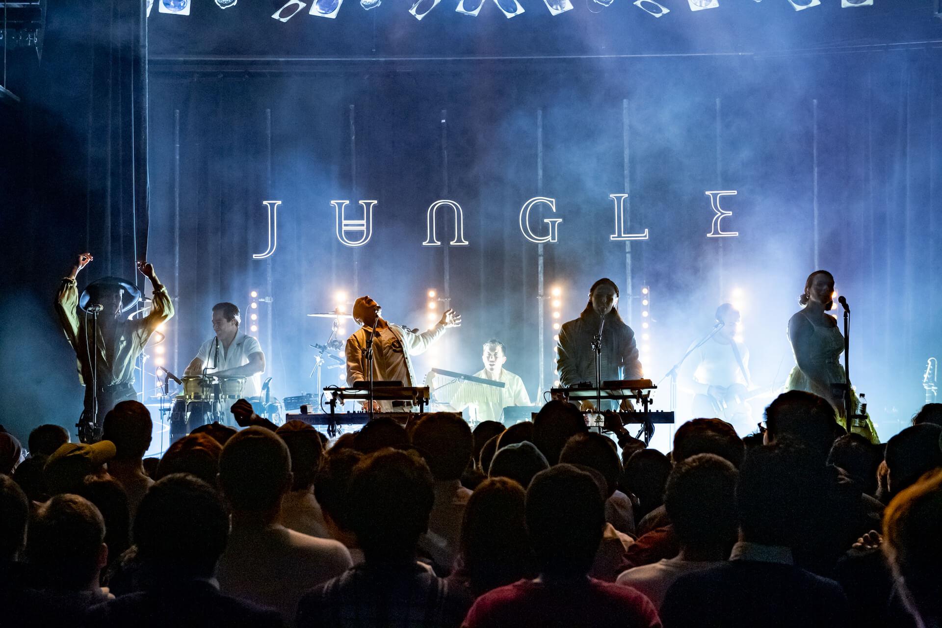 クールでセクシーなネオ・ソウルの誘惑。踊り酔いしれ乱れる夜!JUNGLE、単独公演のライブ・レポートが公開 music190226-jungle-5