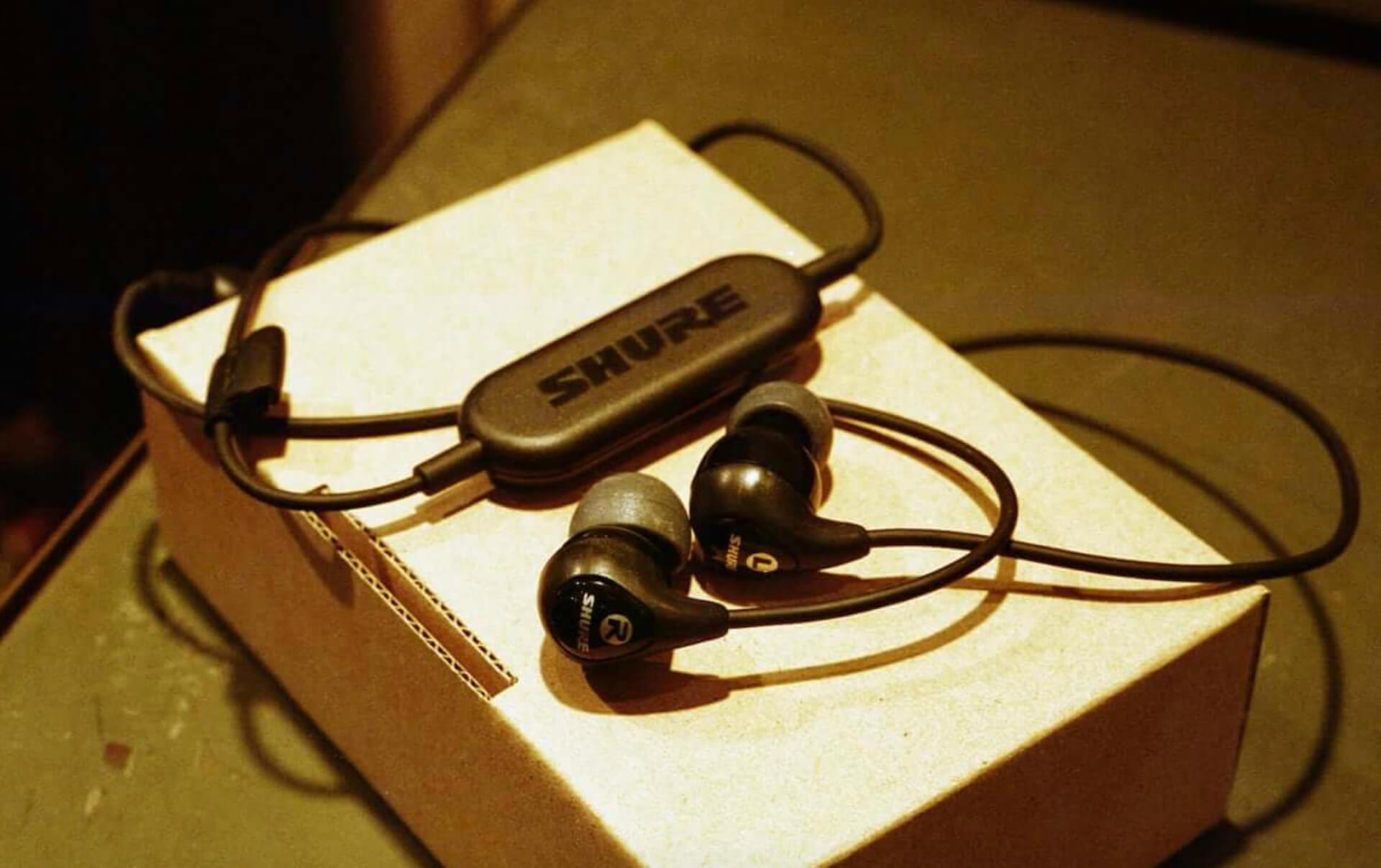 SHURE 座談会|TAAR×AAAMYYYがイヤホンを通して語る「聴く」ことへのこだわり interview190302-4-1