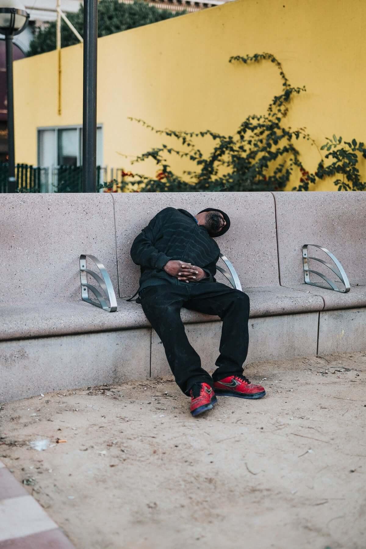 「週末の寝だめ」は体重増加につながることが研究で明らかに life-fashion190304-sleep-weekend1-1200x1800