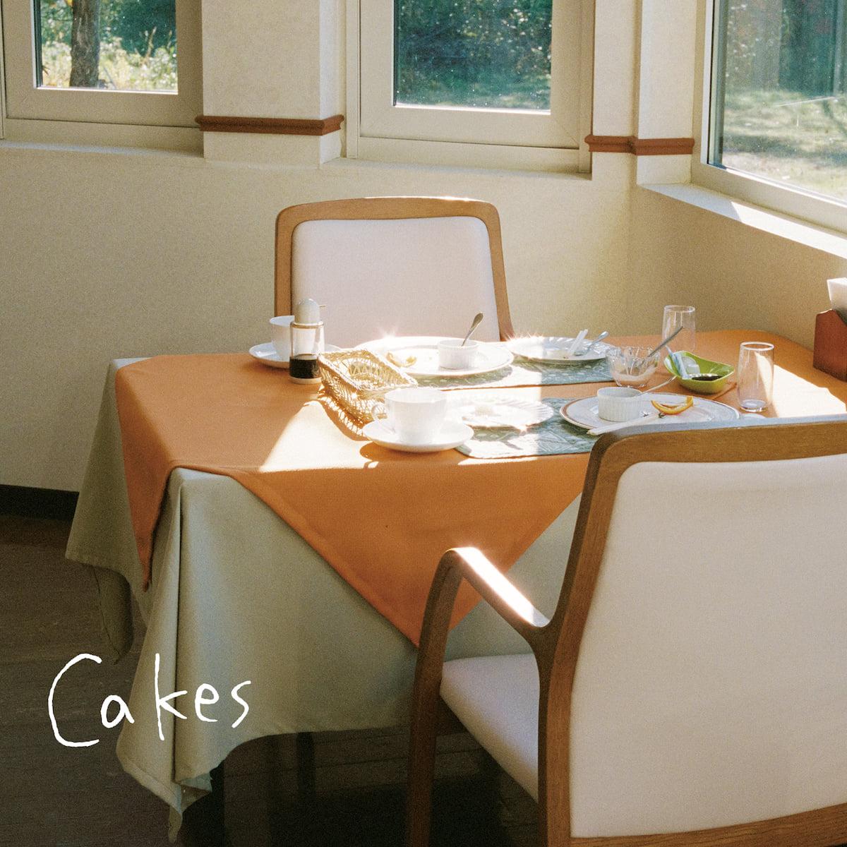 Homecomings、4月17日リリースのシングル『Cakes』のジャケット写真&新アーティスト写真を公開! music190305_homecomings_1-1200x1200