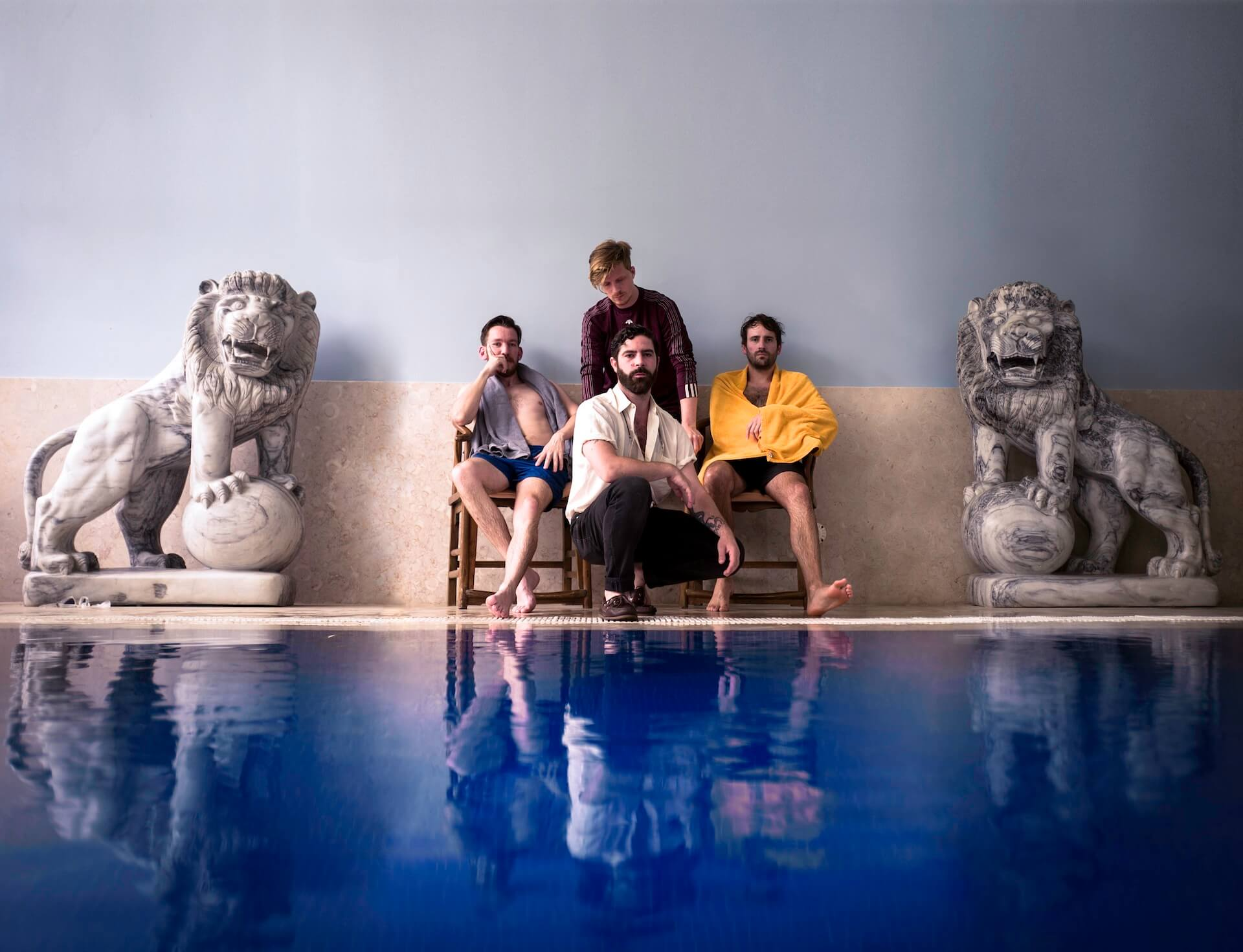 Foals珠玉の最新作『Everything Not Saved Will Be Lost Part 1』から紐解く「UKロックの雄」その軌跡 music190314_foals_2