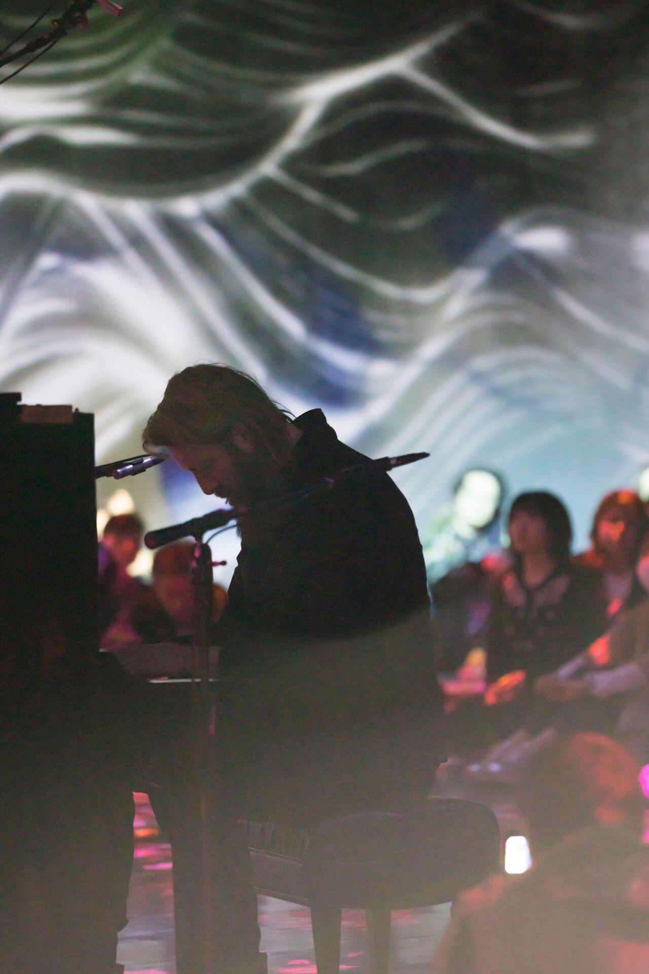 癒しのピアニスト・ユップ・ベヴィンに訊く、ダークトーンの音楽を人々が求める理由 interview190329-joep-10