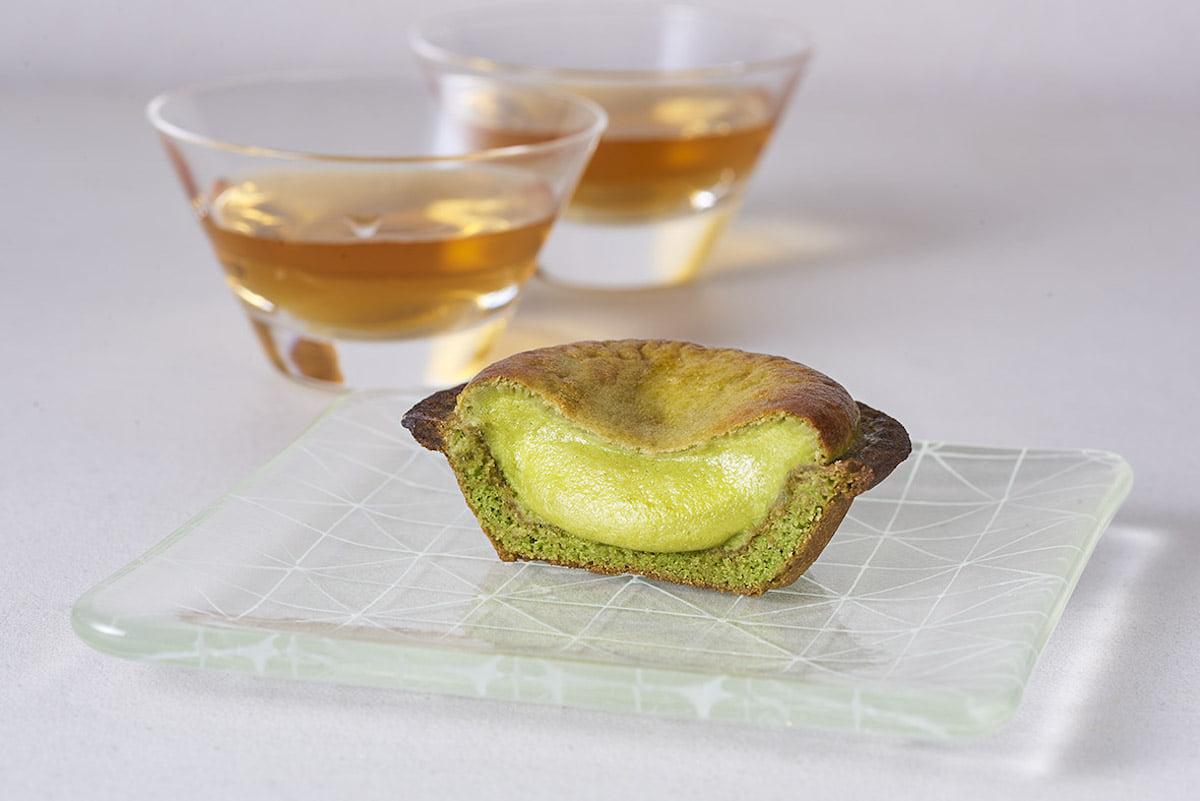 抹茶引き立つ2種のチーズタルト|「BAKE CHEESE TART」と京都祥玉園・小林裕のコラボタルトが15日より限定発売! gourmet190409_bakecheesetart_2-1200x801