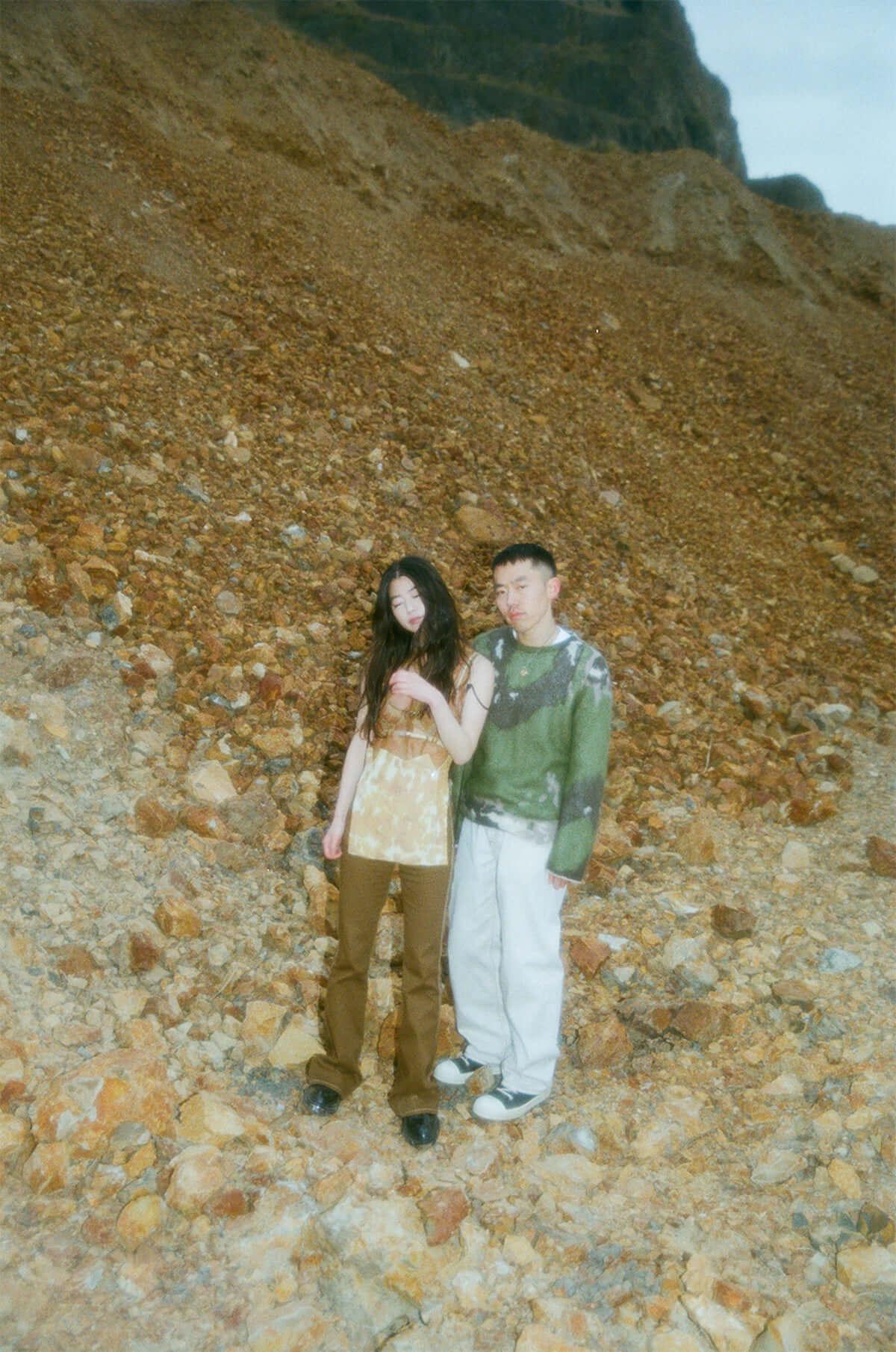 日系アメリカ人ユニットMIRRROR、山田健人が手掛けたMV「never fall in love」を公開 music190411_mirrror_2-1200x1810