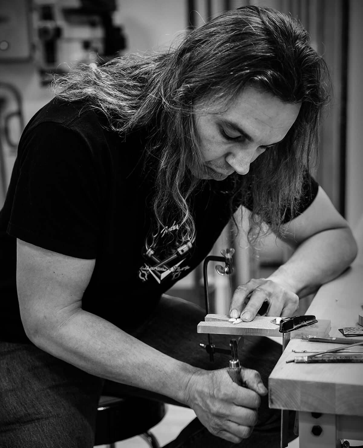 「ゲーム・オブ・スローンズ」の最終シーズン放送記念、フェンダーから豪華なギター3モデルを発表! lifefashion190417_fender_2-1200x1481