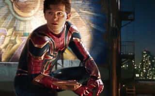 """スパイダーマンが""""鉄の意志""""を受け継ぐ『スパイダーマン:ファー・フロム・ホーム』新たな場面写真が公開"""