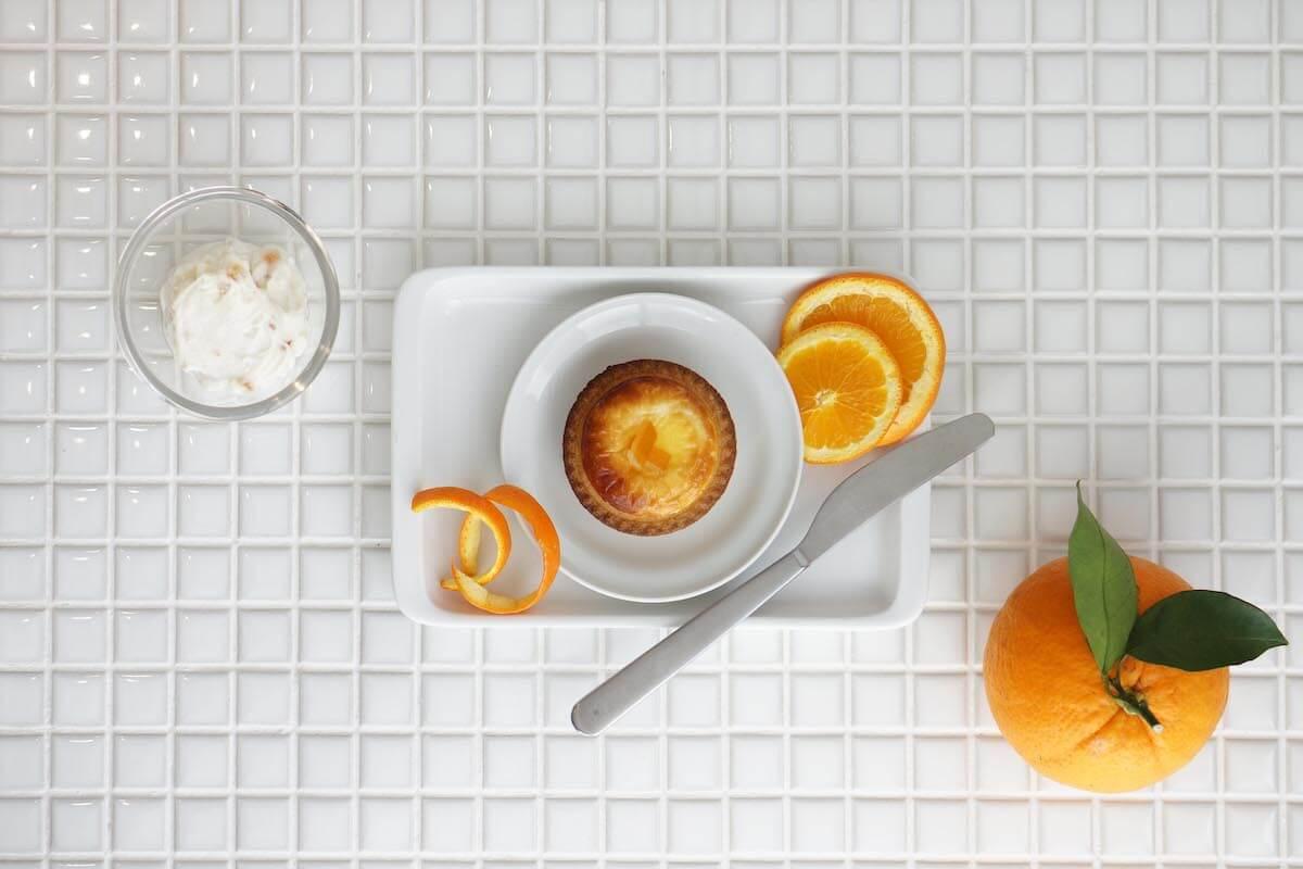 「BAKE CHEESE TART」、ギリシャヨーグルトとオレンジピールを使用した「オレンジヨーグルトチーズタルト」6月1日から期間限定販売! gourmet190522bakecheesetart_1.jpg