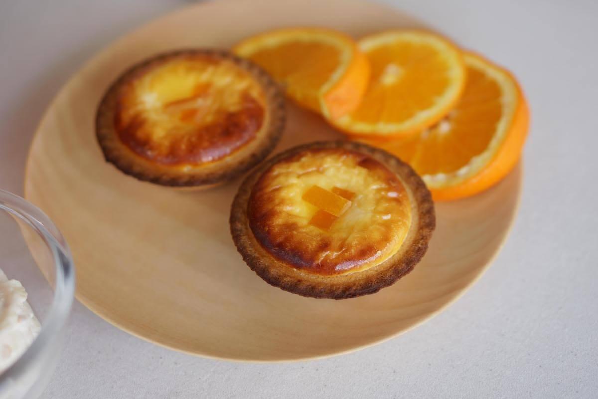 「BAKE CHEESE TART」、ギリシャヨーグルトとオレンジピールを使用した「オレンジヨーグルトチーズタルト」6月1日から期間限定販売! gourmet190522bakecheesetart_2.jpg