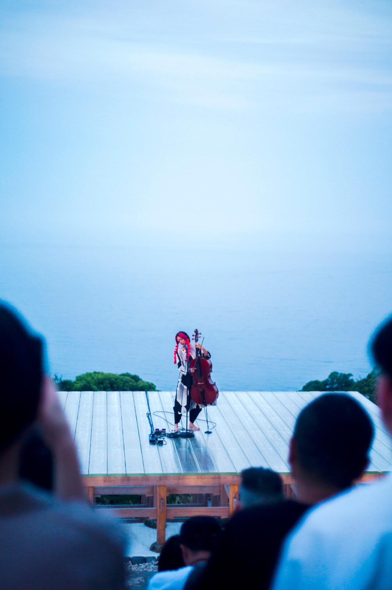 Kelsey Lu ライヴ・レポート 小田原文化財団/江之浦測候所で日没に向かうたった50分の間に見せた奇跡 music190529-kelsey-lu-report-2