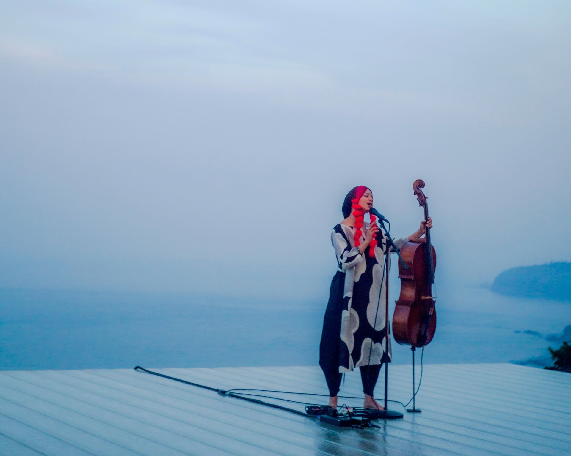 Kelsey Lu ライヴ・レポート 小田原文化財団/江之浦測候所で日没に向かうたった50分の間に見せた奇跡 music190529-kelsey-lu-report-4