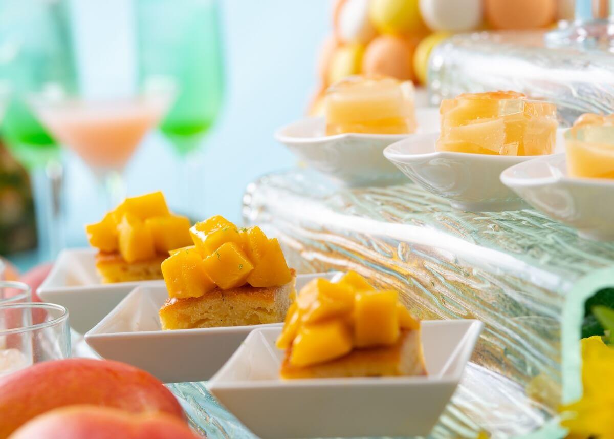 """マンゴー、桃など夏スイーツがたっぷり堪能できる""""夜のスイーツブッフェ""""毎週木曜夜に開催 gourmet190614tropical-summer-night_2"""
