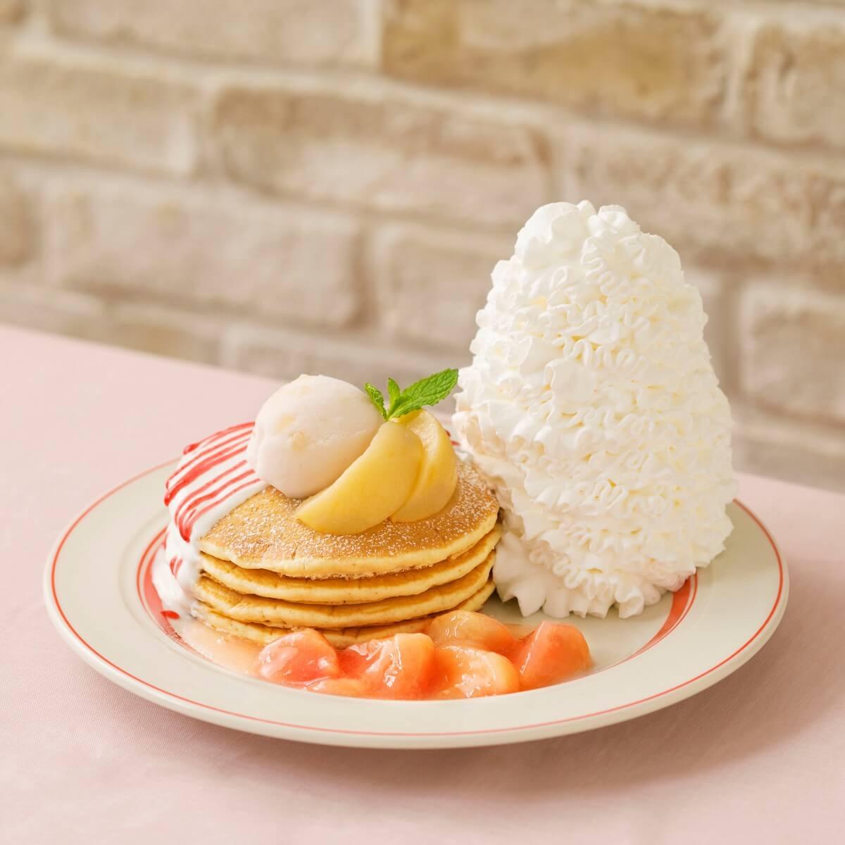 Eggs 'n Thingsに新メニュー!「白桃とヨーグルトソースのパンケーキ」が期間限定で登場 gourmet190618eggsnthings-pancake_1