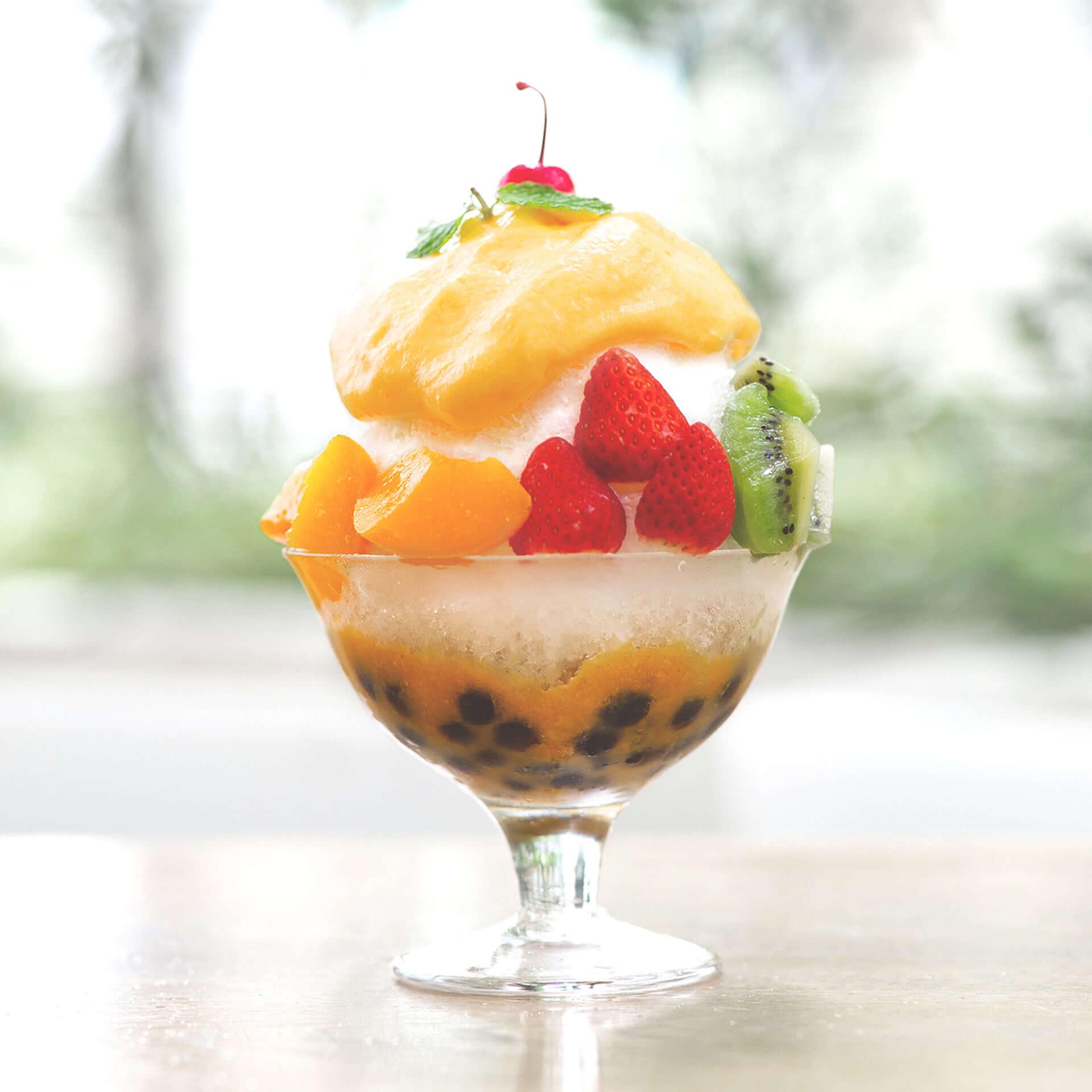 大阪名物ミックスジュース×タピオカかき氷が新登場!5種のフルーツがトッピングされた「ふわっとタピオカかき氷」 gourmet190626mixedjuice-kakigori_1-1920x1920