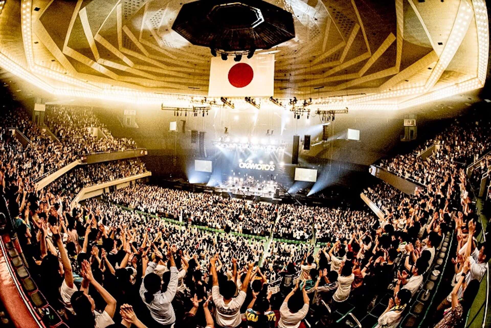 デビュー10周年を迎えたOKAMOTO'S、初の武道館ワンマン公演を超満員の観客が祝福! music190628_okamotos_3-1920x1283