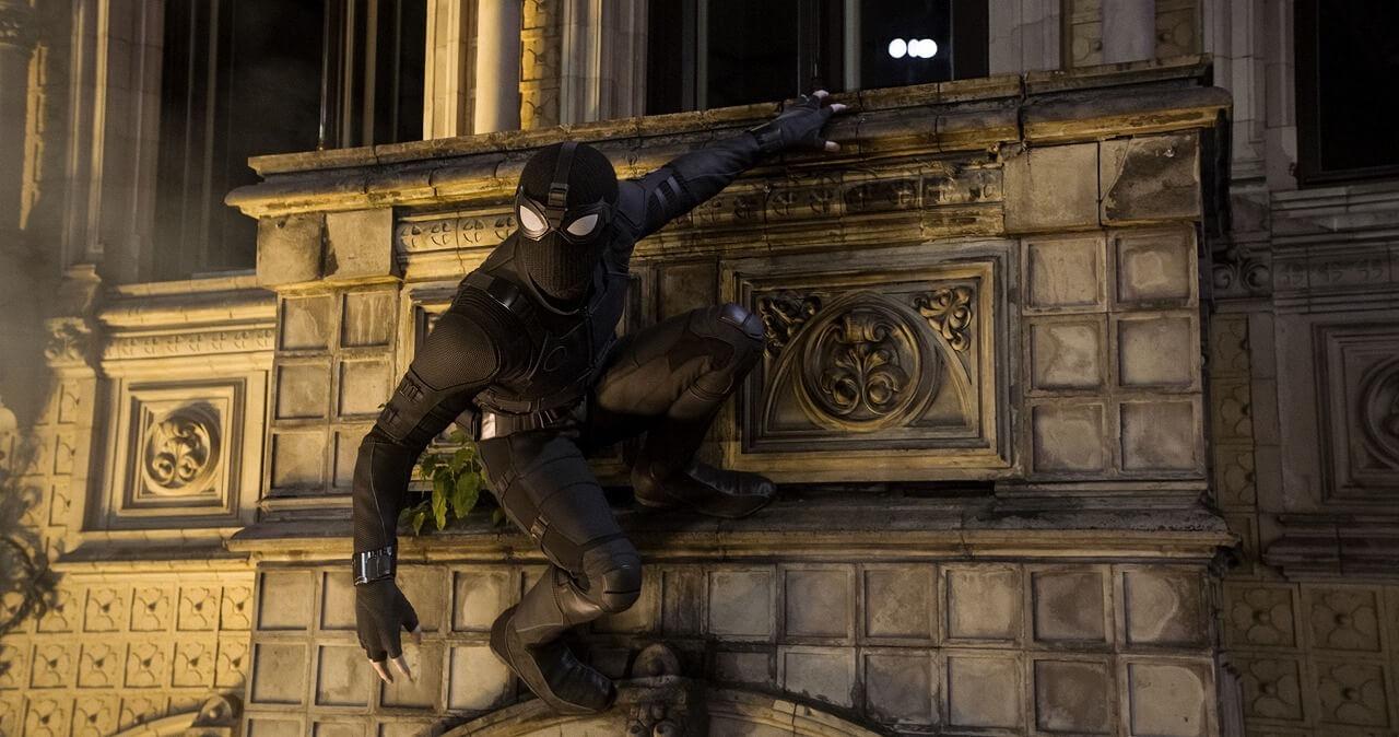 トム・ホランドも絶賛の4つのスーツを紹介!『スパイダーマン:ファー・フロム・ホーム』スーツの新メイキング映像が公開 MMB1820_TRLcomp_v007.1040HI