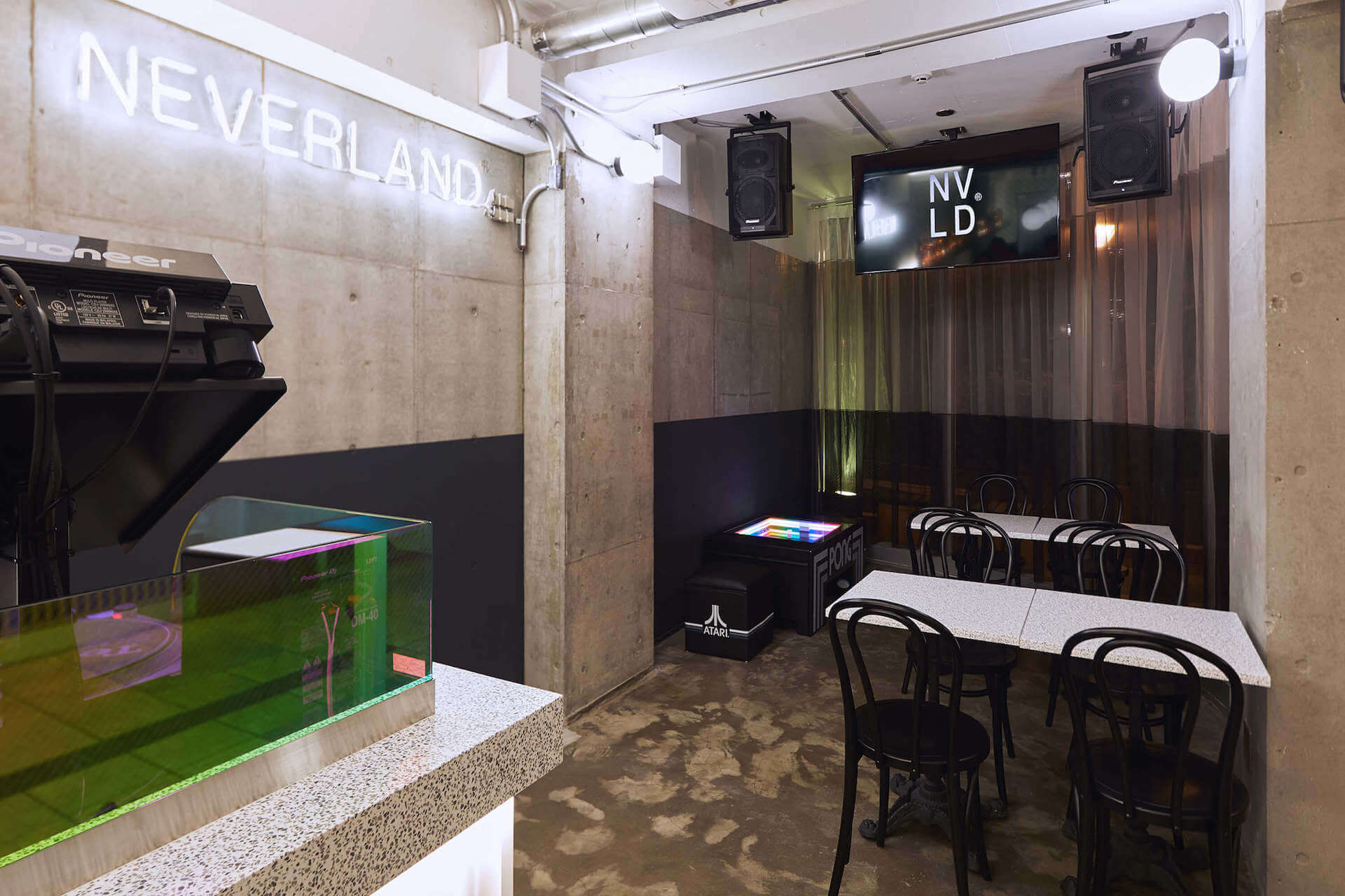 <RAINBOW DISCO CLUB>のメインビジュアルを担当するREALROCKDESIGNが手掛けるバー・NEVERLANDがオープン gourmet190705_neverland_1-1920x1280