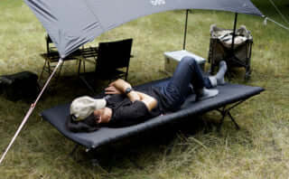 1台3役のキャンプ用ふかふかベッドが登場!男性でも快適な幅広設計なのにコンパクトで持ち運びに便利