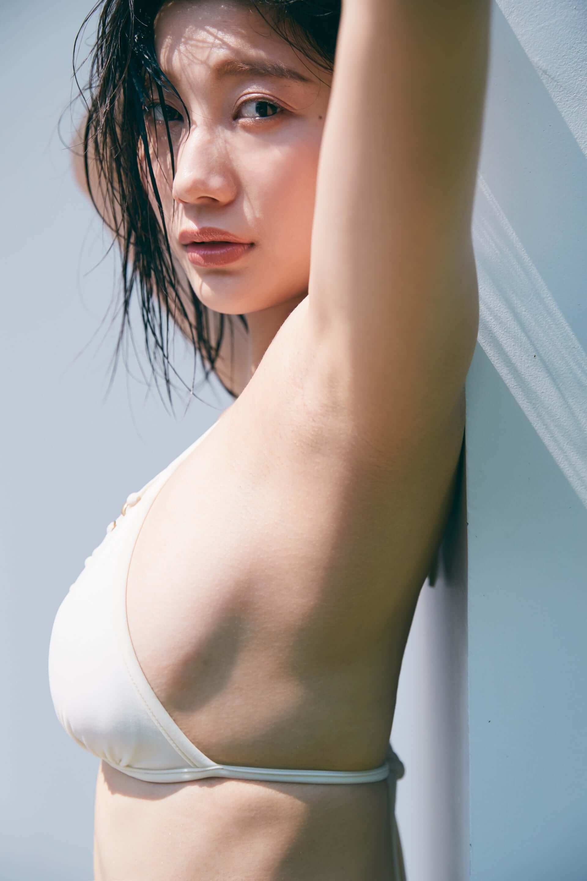 グラビア界No.1の小倉優香、デジタル写真集『ぐらぐら』でセクシーなランジェリー姿を披露!「彼氏気分を味わえる」生ボイスも収録 life190801_ogurayuka_5-1920x2879