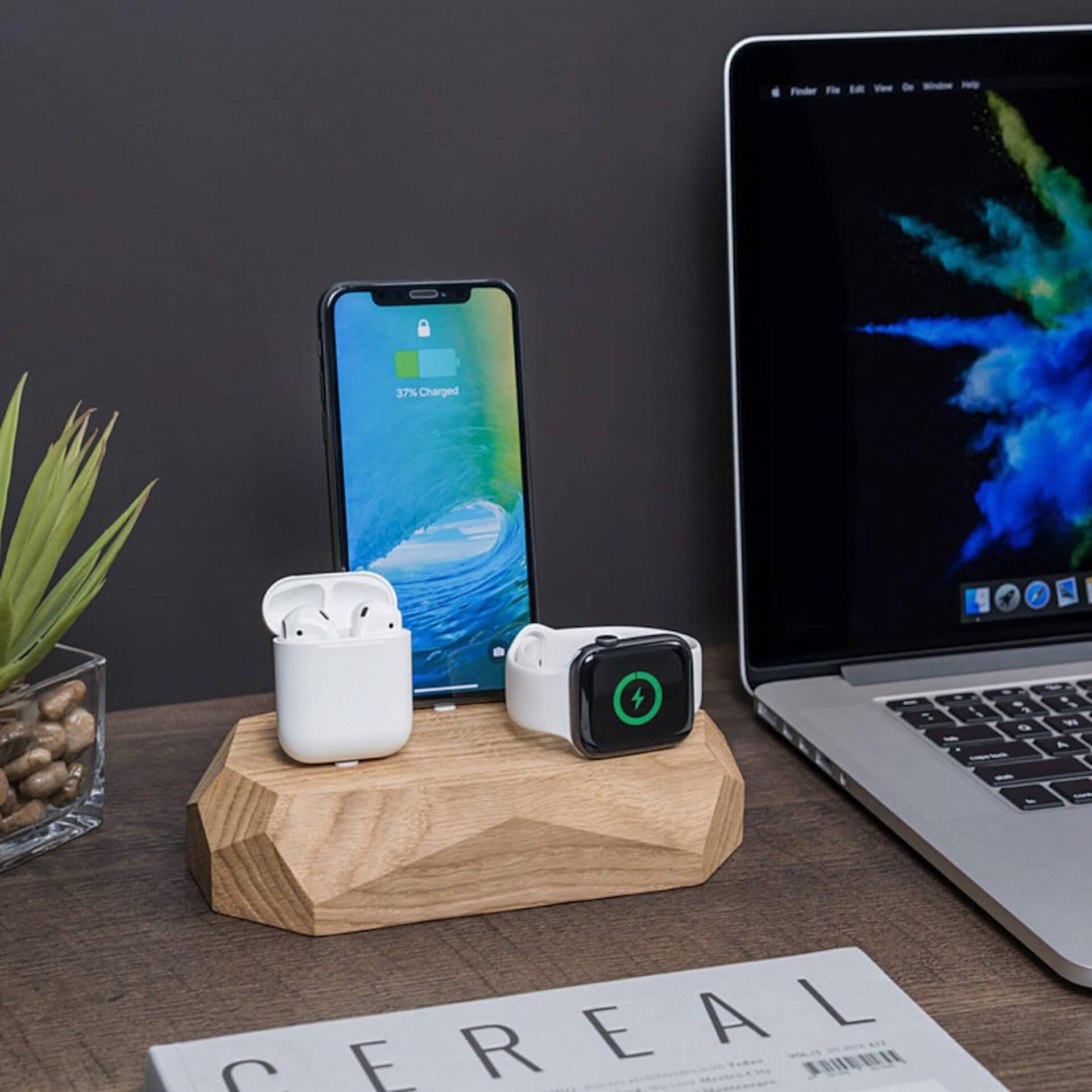 Apple製品をまとめて充電!デスク上をコンパクトにする木製充電ドック「3 in 1ドック」が登場