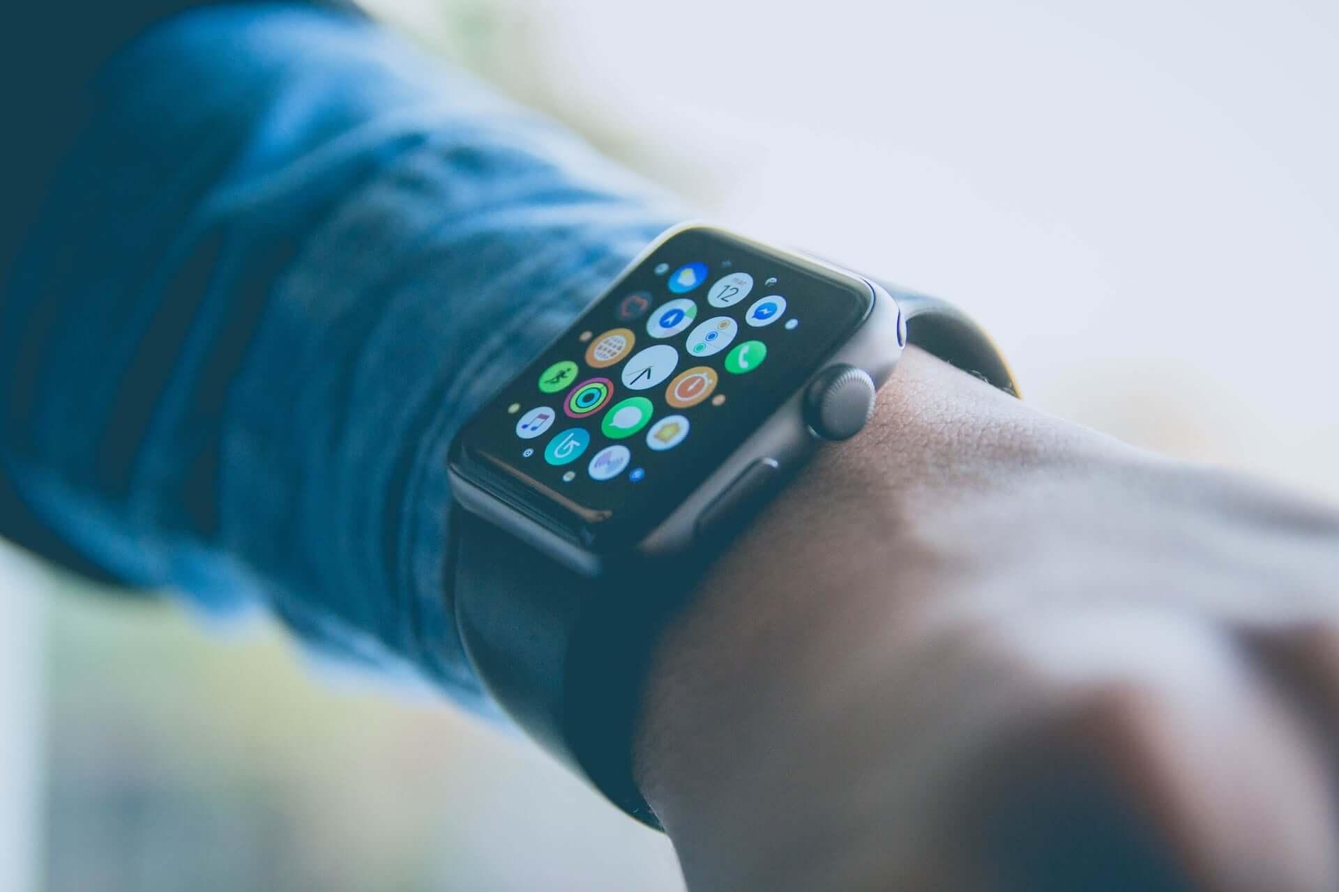 iPhone、Apple Watchで認知症が判明!?Apple、医薬品会社と共同研究 tech190808_iphone_applewatch_main-1920x1280