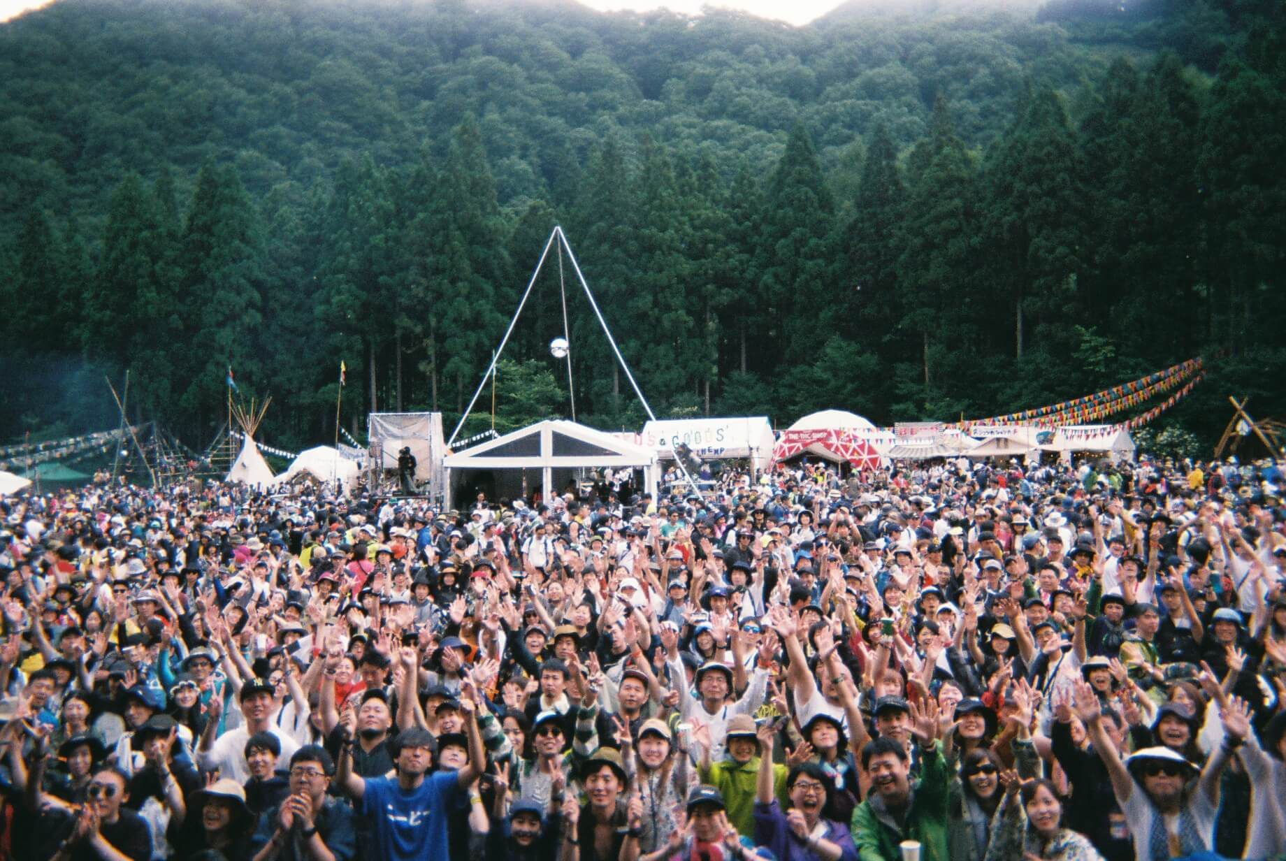 フェスレポート|蓮沼執太フィルが切り取る<FUJI ROCK FESTIVAL'19> music190808_frf_hasunumashutafill_09.jpg