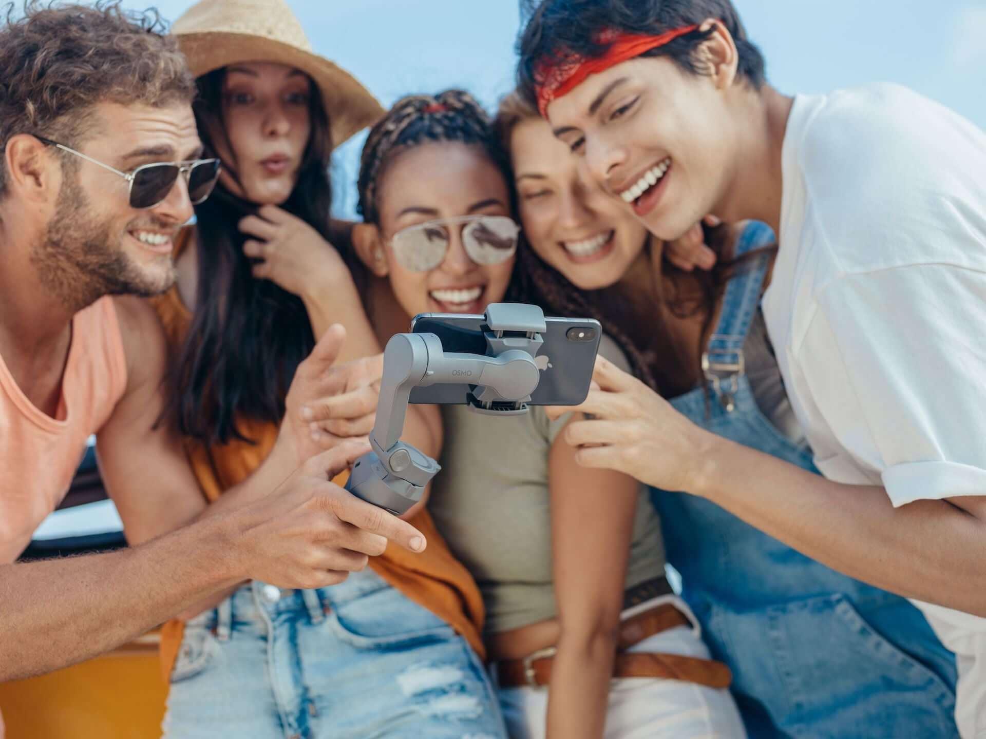 プロ並みの映像が撮れるかも!?DJI「Osmo Mobile 3」が登場|多機能な折りたたみ式スマホ用スタビライザー technology190814osmomobile_3-1920x1440