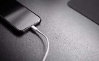 iPhone充電時に気になる「あの音」が2度鳴るのはなぜ?
